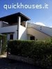Villa bifamiliare in contesto residenziale