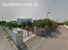 Villa con ampio giardino e box auto